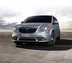 Lancia Voyager Family Class 2014
