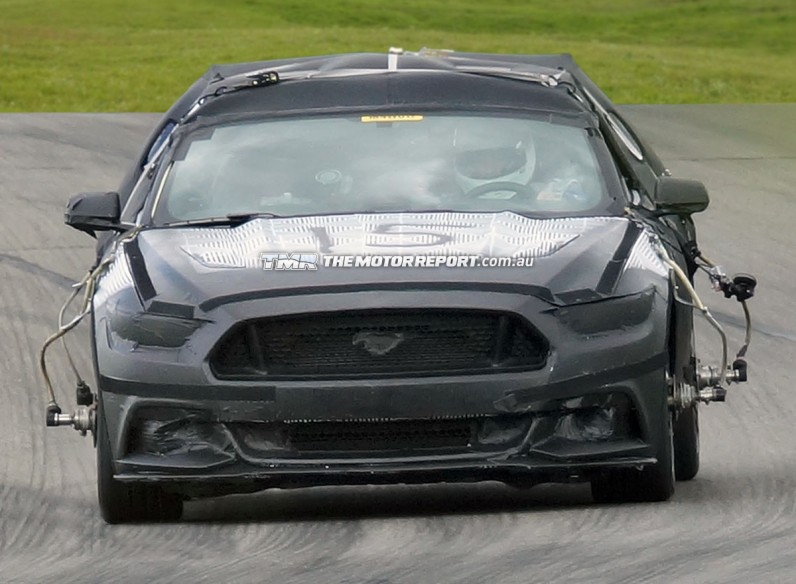 2015_ford_mustang_spy_photos_12-0821-m-930x584