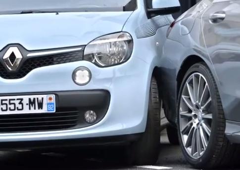En un sitio de un Smart sólo cabe un Smart, el agresivo anuncio de Mercedes Francia