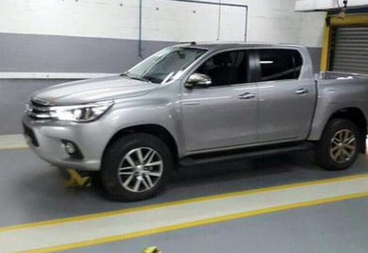 Se filtran las imágenes del nuevo Toyota Hilux entero