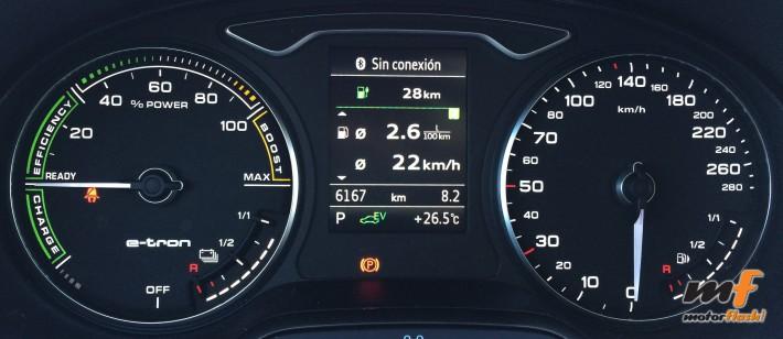 Destaca el indicador de fuerza y el medidor de batería y gasolina.