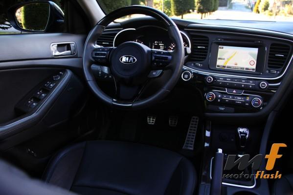 Interior que impresiona para el conductor. Muy bien organizado.
