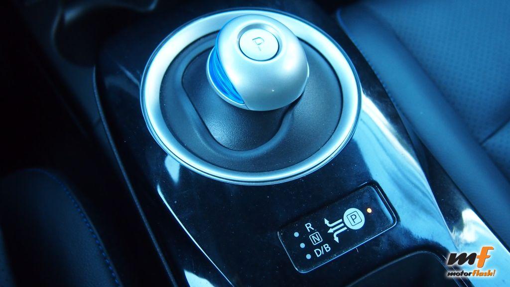 Nissan_Leaf_motorflash_37
