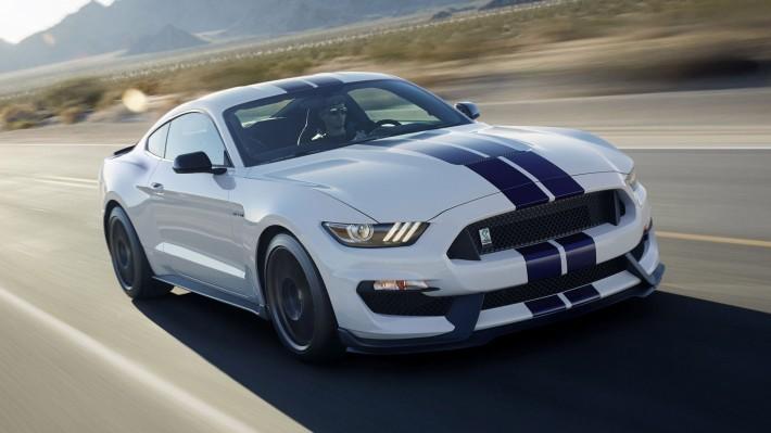 Compra un Ford Shelby Mustang GT350 y aprende a conducirlo gratis
