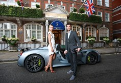 María Sharapova llega a la fiesta previa a Wimbledon en un Porsche 918 Spyder