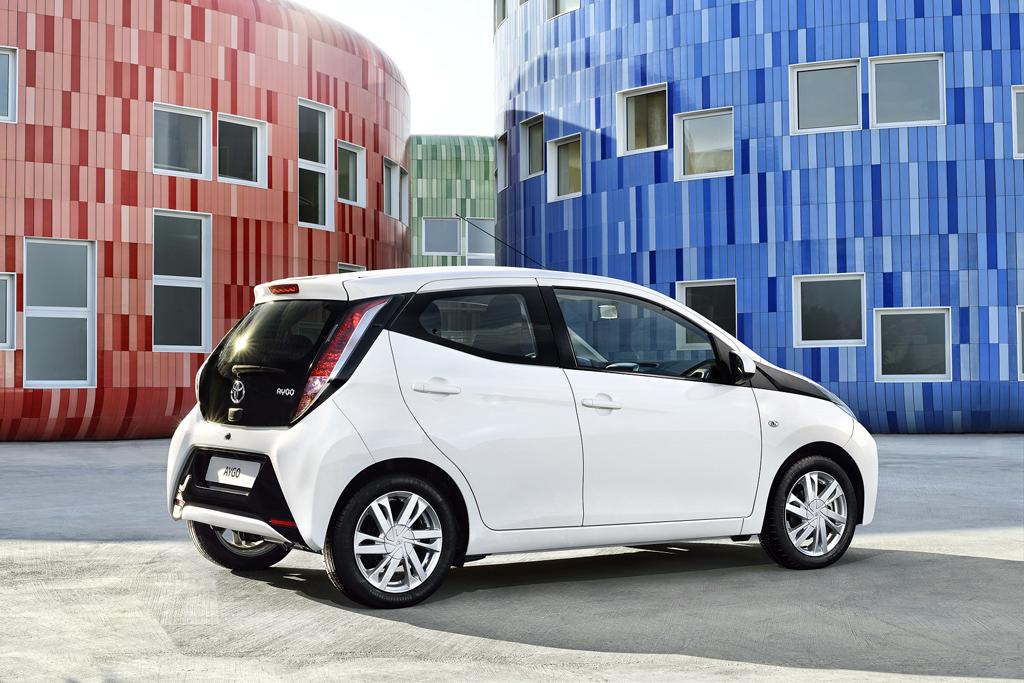 Nuevo Toyota AYGO - trasera en blanco y negro