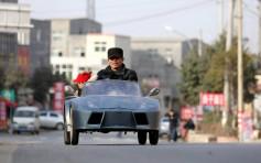 Un niño en china va al colegio en su Mini Lamborghini eléctrico